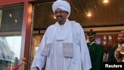 Tổng thống Sudan al-Bashir tại một khách sạn ở Abuja, Nigeria 14/7/13.