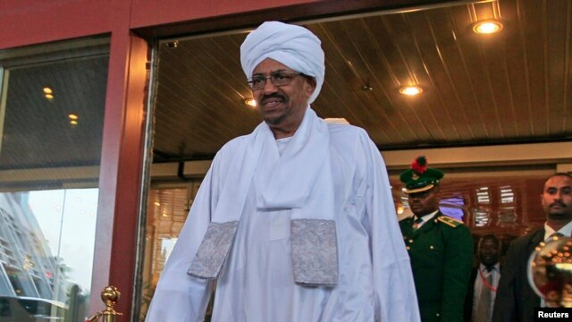 Sudanese President Omar al-Bashir walks out of a hotel in Abuja, Nigeria, July 14, 2013.