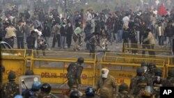 Разгон демонстрации в Индии. Нью-Дели, 23 декабря 2012 года
