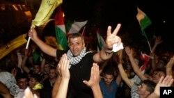 팔레스타인 평화협상이 재개된 14일, 이스라엘이 팔레스타인 수감자 26명을 석방했다. 수감자들은 요르단 서안 지구에서 영웅으로 환영받았다.