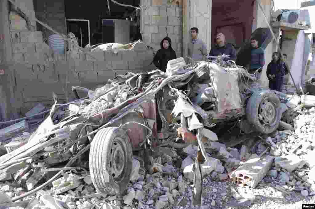 9일 시리아 하마주 알-카파트 시 학교 인근에서 차량 폭탄 테러가 발생해 최소 18명이 사망했다.