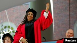 FILE - Musician Aretha Franklin acknowledges the applause as she receives a honorary Doctor of Arts degree during the 363rd Commencement Exercises at Harvard University in Cambridge, Massachusetts May 29, 2014.
