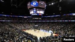 10月10日上海的美國職業籃球聯賽NBA洛杉磯湖人隊與布碌崙網隊賽事。