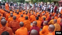 The monks were stopped by security forces, who had blocked the roads surrounding the palace. The monks then sat in front of the barricades, meditating for hours, into evening.