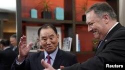 مایک پمپئو در جریان دیدار با کیم یونگ چول که هفته گذشته در واشنگتن برگزار شد