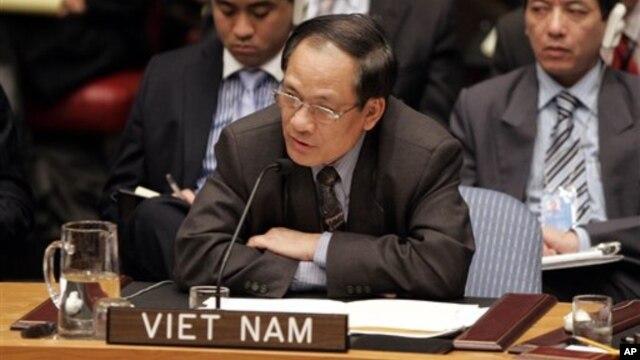 Ông Lê Lương Minh chính thức tiếp nhận chức tổng thư ký luân phiên của ASEAN. Ông Minh từng giữ chức đại sứ Việt Nam tại Liên Hiệp Quốc.