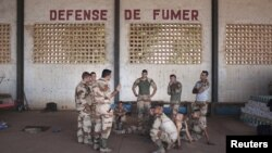 French soldiers receive instructions in a hangar at the Malian army air base in Bamako, January 14, 2013.