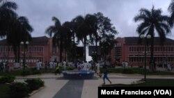 Protestos de alunos perto da sede do Governo de Uíge