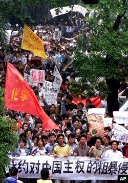 1999年5月9日,广州有数以万计的学生游行,抗议北约轰炸中国驻南斯拉夫大使馆