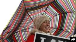 Một nhà hoạt động chống phá thai biểu tình trong thủ đô Washington