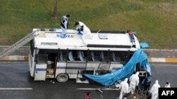 Пошкоджений вибухом поліцейський автобус