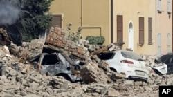 Trận động đất đã biến các tòa nhà và các nhà thờ lịch sử thành các đống đổ nát