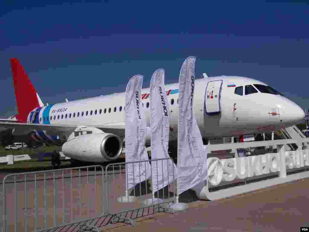俄罗斯研制的超级喷气机-100。中国与俄罗斯正在谈判购买这种支线客机。