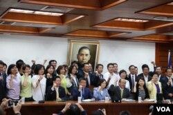立法院民进党团立法委员 (美国之音杨明拍摄)