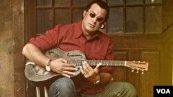 El actor es parte de un programa de televisión donde acompaña a alguaciles a cumplir redadas en Arizona.