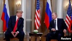 美国总统川普(左)和俄罗斯总统普京在芬兰赫尔辛基举行会谈。(2018年7月16日)