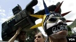 Representantes de los medios temen que al ser el próximo 7 de octubre la primera vez que Chávez se enfrenta a la oposición, las agresiones sean mucho más fuertes.