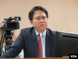 台湾执政党民进党立委邱志伟 (美国之音张永泰拍摄)