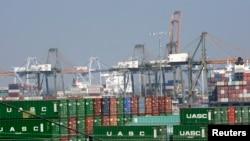 美国洛杉矶港口的集装箱