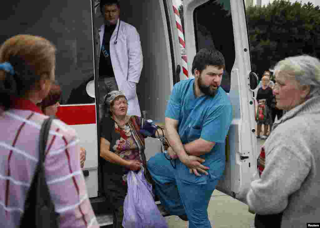 People wait for humanitarian medical aid near the mayor's office in Soavyansk, Ukraine, July 9, 2014.