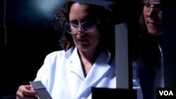 Professor Kimia dari Universitas Notre Dame chemistry Marya Lieberman dan timnya telah mengembangkan cara mudah untuk mengetes kemurnian obat.