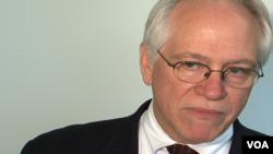 律師羅伯特‧科恩-里維爾 (VOA衛視張松林拍攝)