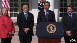 La secretaria de Estado, Hillary Cllinton, Jim Yong Kim, el presidente Obama y el secretario del Tesoro, Timothy Geithner durante el anuncio.