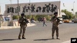 Binh sĩ Iraq đứng gác tại Quảng trường Tahrir ở Baghdad, ngày 16/6/2014.