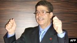 İran Azərbaycanında milli hərəkatın ilk liderlərindən olan Dr. Mahmudəli Çöhrəqanlı sərt basqılardan sonra 2002-ci ildə vətəni tərk etməyə məcbur olub
