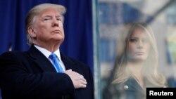 Президент США Дональд Трамп с супругой Меланией на параде по случаю Дня ветеранов в Нью-Йорке