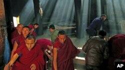 中国甘肃省的藏族僧侣(资料照片)