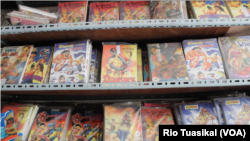 Pada 70-an, TB Maranatha membentangkan menjual komik cerita rakyat, pahlawan super Indonesia, sampai kisah pewayangan—semua laris manis dilahap pembaca. (Foto: Rio Tuasikal/VOA)