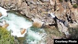 王毅男夫妇可能坠车河段(弗雷斯诺县警局照片)