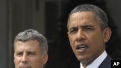 美國總統奧巴馬總統(左)任命普林斯頓大學的經濟學家艾倫.克魯格(右)為他的經濟顧問委員會主席。