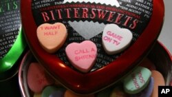 Para lajang dapat mencari teman kencan untuk hari Valentine lewat aplikasi selular. (Foto: Dok)
