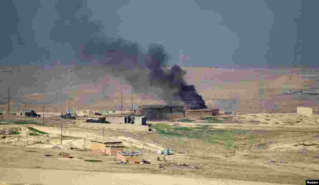 اتحادی افواج کے طیاروں نے موصل کے جنوب مغرب میں داعش کے زیر قبضہ شدت پسندوں کے ٹھکانوں کو نشانہ بنایا اور یہاں سے دھوئیں کے بادل بھی اٹھتے ہوئے دیکھے گئے ہیں۔