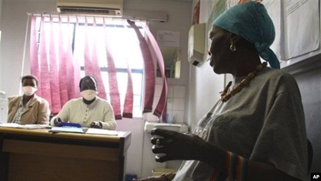 Pinky Molefe, right, gets TB medication at a clinic in Alexandra township, north of Johannesburg, 13 Oct 2010