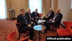 Elmar Məmmədyarov ATƏT-in Minsk Qrupunun həmsədrləri ilə görüşür