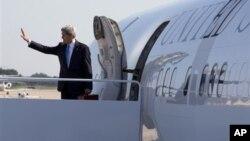 Državni sekretar Džon Keri uoči odlaska u Dohu, u Kataru