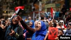 Tahrir Meydanında Mursi karşıtı gösteriler devam ediyor