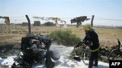 Nhân viên cứu hỏa tại hiện trường vụ nổ bom ở Kirkuk, ngày 23/5/2011