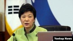 9일 청와대에서 열린 국무회의에서 개성공단 문제, 부동산 대책 문제, 당정협의 문제 등 현안에 대해 발언하고 있는 박근혜 한국 대통령.