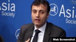 摩根斯坦利新興市場投資業務負責人魯奇爾·夏爾瑪在紐約亞洲協會年度預測討論會上發言。(亞洲協會網站截圖)