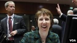 Kepala Urusan Kebijakan Luar Negeri Uni Eropa, Catherine Ashton, memimpin rapat Perdana Menteri Uni Eropa di Brussels (23/1). Rapat ini menyepakati embargo terhadap ekspor minyak Iran, namun akan memperlambat implementasi sepenuhnya hingga 1 Juli mendatan