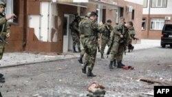 На месте боя и взрыва у здания парламента Чечни. Грозный, 19 октября 2010г.