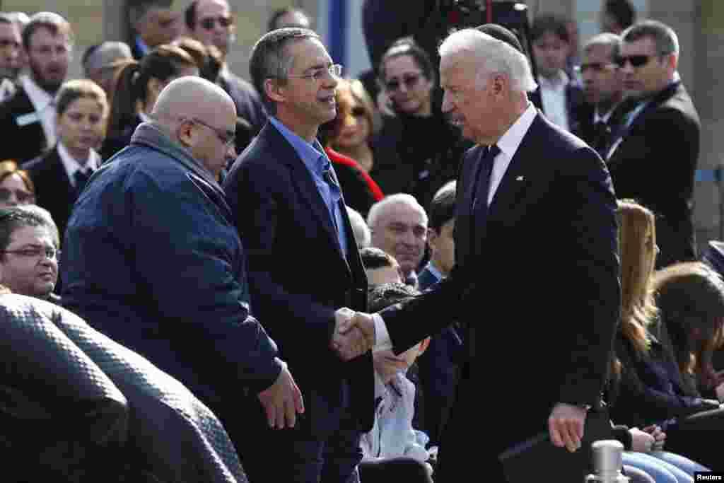 Вице-президент США Джозеф Байден. Слова соболезнования сыновьям Ариэля Шарона