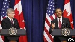 Presiden AS Barack Obama dan PM Kanada Stephen Harper berbicara kepada media di Gedung Putih, Jumat (4/2).