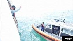 Kapal Patroli Bakamla RI (Indonesia Coast Guard) KN. Pulau Dana – 323 melaksanakan Passing Exercise dengan Kapal Coast Guard Amerika Serikat (USCGC) Munro – 755. (Twitter/@HumasBakamlaRI)