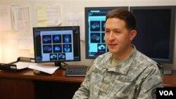 Alat pemindai otak biasa digunakan dalam prosedur evaluasi pasien penderita cedera otak, seperti dijelaskan Dr. Andrew Fong, Kepala Radiologi di Fort Campbell, Kentucky.
