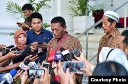 Abdul Rajab dan Ismail, berbicara kepada media di Istana Merdeka hari Jumat sore (24/5). (Courtesy: Setpres RI)